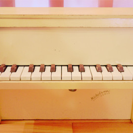 michelsonne - antique toy piano
