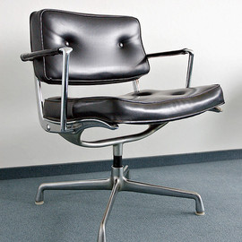 Herman Miller - Intermediate Swivel Arm Chair
