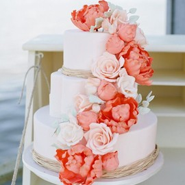 Shades of Peachy Flowers Floral Cake