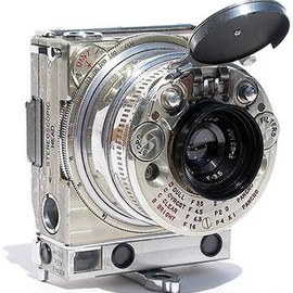 Jaeger-LeCoultre. - 1938 compact 35mm Compass Camera by Jaeger-LeCoultre.