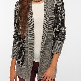 URBAN OUTFITTERS - Ecote Textured Intarsia Knit Cardigan