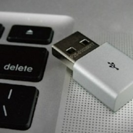Apotop Apple Addicted Aluminium Usb - $21