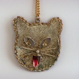 Cat Face Necklace with Rhinestone Eyes