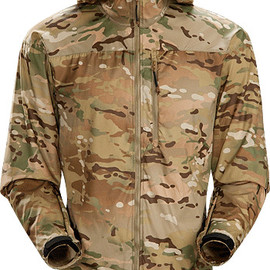 Arc'teryx leaf - Wraith Jacket MultiCam Men's Extremely lightweight and compressible wind-resistant hooded jacket designed to fit over body armour or a softshell.