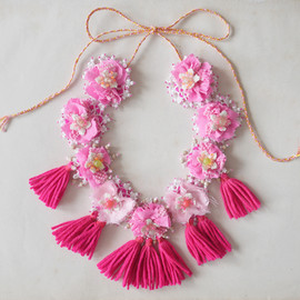 emmacassi - Pompoms flowers necklace