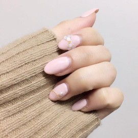 Baby pink nail & Beige knit
