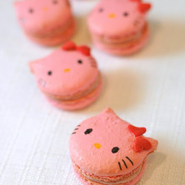I ♡ baking - rhubarb hello kitty macarons