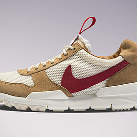 NIKE, Tom Sachs - Mars Yard 2.0 - Natural/Sport Red/Maple