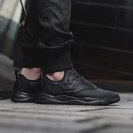 Reebok - REEBOK CLASSIC FURYLITE SLIP-ON WW BLACK