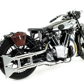 Minichamps - BROUGH SUPERIOR SS 100 'T.E. LAWRENCE' 1932 Motorcycle 1:12 Diecast Model Replica