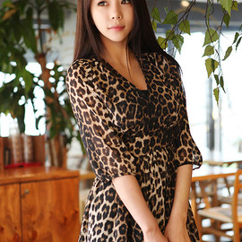 LUXE ASIAN - Leopard wrap dress