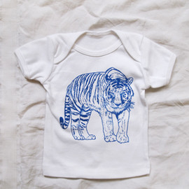 MAKIE - Baby Tee White - Tiger