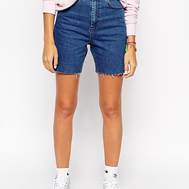 ASOS - ASOS Denim Slim Mom Shorts in Bright Vintage Blue