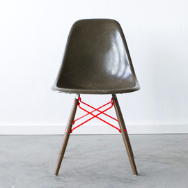 Cast + Crew - Eames DSW WITH CUSTOM POWDERCOATED DOWEL BASE