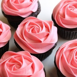 How to frost a rose on a cupcake in 20 seconds!
