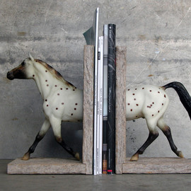 three galloping horses clothing / bridle rack in white
