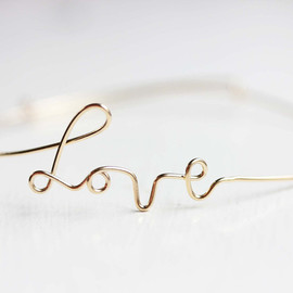 diamentdesigns - gold wire Love bracelet