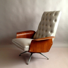 DesiderataDecor - Striking Mid Century Mod Plycraft Mulhauser Lounge Chair