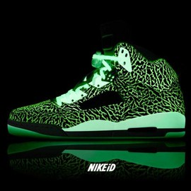 Nike iD - NIKEiD JORDAN SPIZ'IKE GLOW IN THE DARK