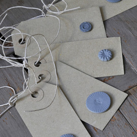 Shan Annabelle Valla - Button Gift Tags
