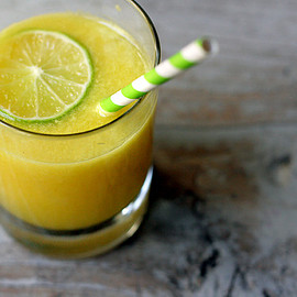 。 - pineapple ginger lime juice