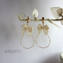 KAKAPO - Ribbon loop earring