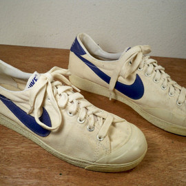Vintage 1981 Dated Nike Bruin Canvas White Running Shoes Sneakers Men's Kicks Size 9 With Blue Swoosh Made in Korea