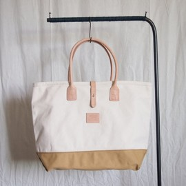 HERITAGE LEATHER CO. - Strap Tote #natural×tan