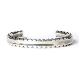 "nonnative, END - DWELLER BANGLE NARROW ""W STUDS"" - 925 SILVER by END"