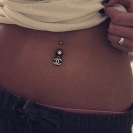 CHANEL - bellybutton ring