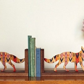 coyote bookend - bookend