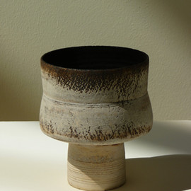HANS COPER - Cylindrical form on base