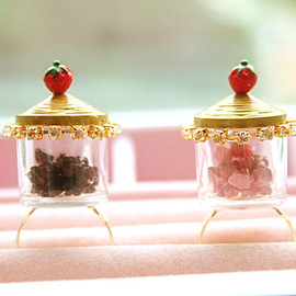 lepetitebonbon - Chocolatechips or Strawberrychips in a jar ring