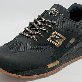 New Balance - M1600 - Black/Gold/Gum