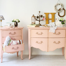 Kino - Small Pink Chest