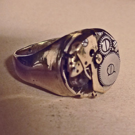 Munoz Vrandecic - Clockwork ring