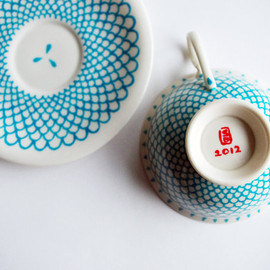 staslab - Blue Scales teacup and saucer Hand-Painted red and white set