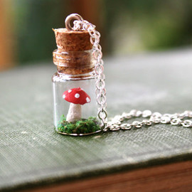 apocketofwhimsy - キノコのネックレス / Teeny Tiny Mushroom Necklace