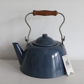 VINTAGE - Image of 1980s enamel kettle