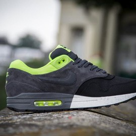 Nike - Nike Air Max 1 Premium Split   Black Volt