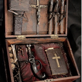 Vampire Kit - Be prepared & beware of Vampires.