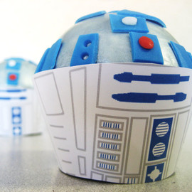 Devany - R2D2 STAR WARS CUPCAKE toppers - Edible Birthday, Shower, Bridal, Wedding