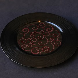 Higashiya - Urushi plate, Red on Black