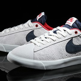 NIKE SB - Blazer Low GT - Summit White/Obsidian/University Red