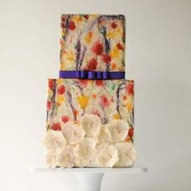Maggie Austin - watercolour painted wedding cake.