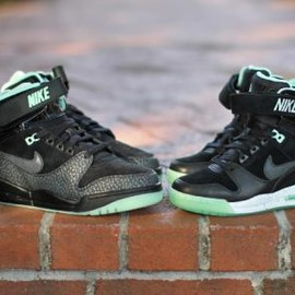 Nike - NIKE AIR REVOLUTION & WNS AIR REVOLUTION SKY HI LOVERUTION PACK