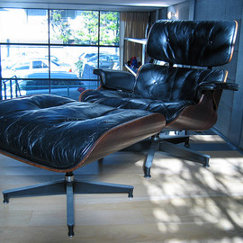 Herman Miller  - Lounge Chair, Brazilian Rosewood Designed by Charles & Ray Eames,