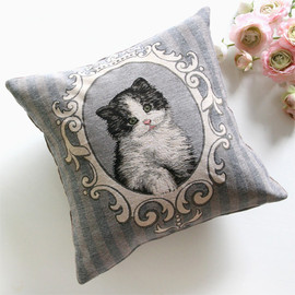 Kino - Stripe Cat Cushion