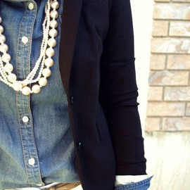 Classic look with costume pearls♥︎