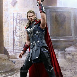 Hot Toys - AVENGERS: AGE OF ULTRON THOR 1/6TH SCALE COLLECTIBLE FIGURE